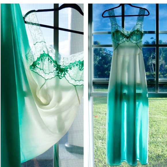 Dresses   Skirts - 👗👗Vintage Turquoise Gradient Night Gown!!! 👗👗 8723e87a9